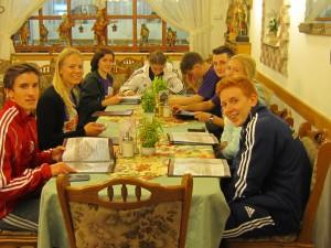 Distriktsgruppens Budapest-lag laddar med pasta!