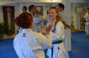 Julia tränar i Eskilstuna Hombu Dojo